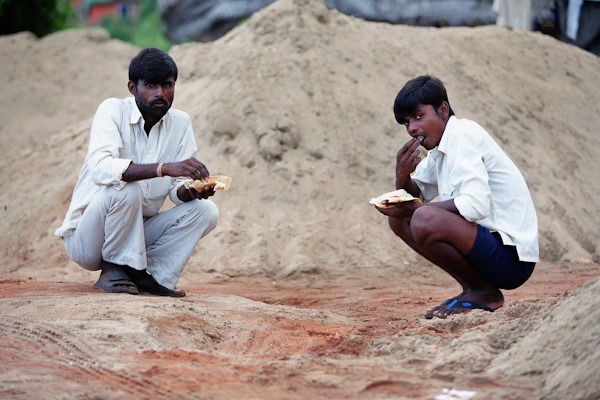 2 Dredgers from GOA eating a meal by hand