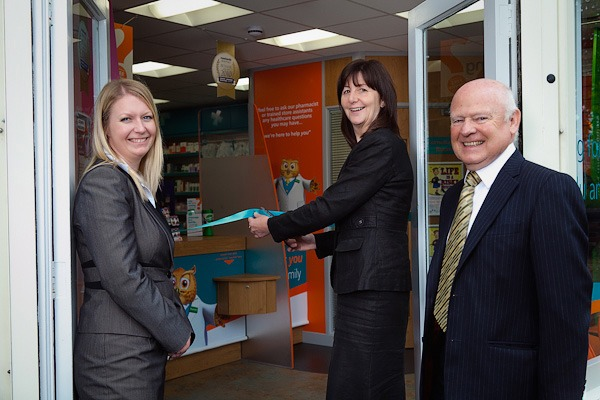 lesley griffiths outside rowlands pharmacy wrexham cutting ribbon with ian and beth rowlands staff